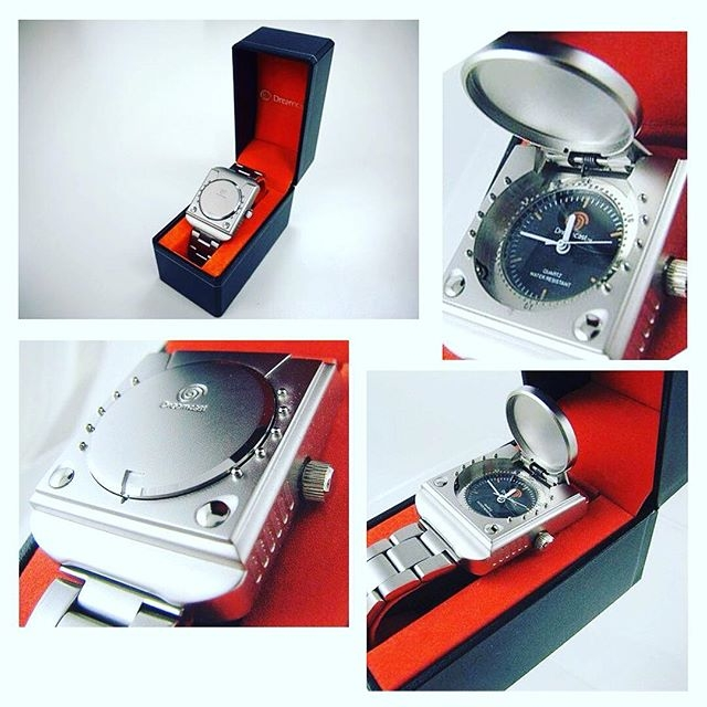 Only in Japan - the #Dreamcast Watch! Released to mark the 15th anniversary of the console. Would you wear this? #sega #videogames #gamerlife